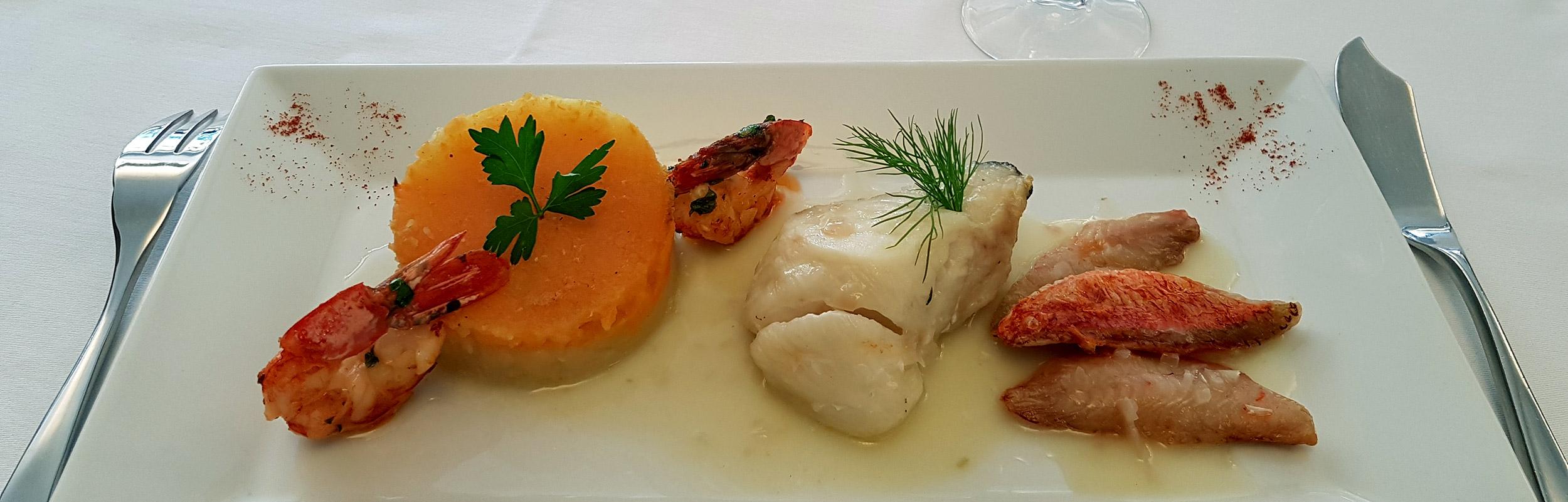 Assiette du pêcheur - L'Auberge de la Pointe, restaurant à Saint-Sulpice dans le Tarn / © DR