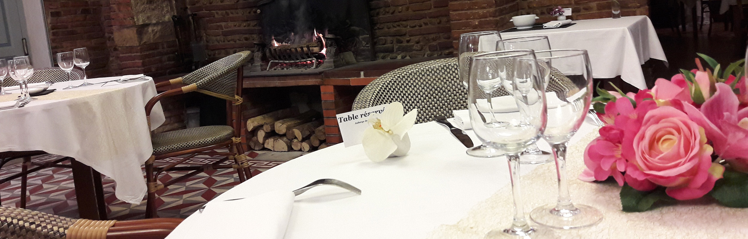 La salle - L'Auberge de la Pointe, restaurant à Saint-Sulpice dans le Tarn / © DR